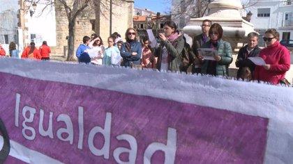 Mujeres rurales reclaman igualdad durante una concentración en Valencia de Alcántara (Cáceres)