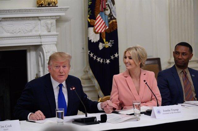 """EEUU.- Trump lamenta la condena a su ex jefe de campaña, que ha pasado """"momentos"""