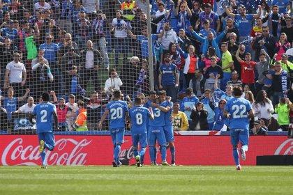 Getafe y Alavés pelean por la cuarta plaza ante Huesca y Eibar
