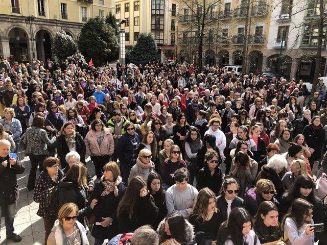 """8M.- Torrelavega """"Grita No"""" Al Machismo, La Discriminación Y La Violencia De Gén"""