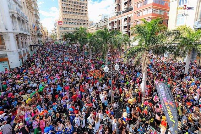 El Carnaval de Santa Cruz se despide con medio centenar de atracciones en la cal