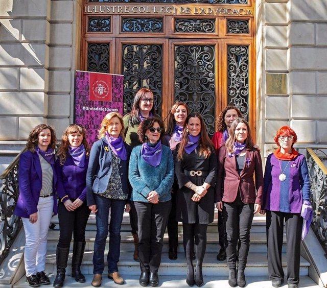 8M.- La Comissió De Dones De l'Icab Recolza La Vaga General Feminista Per la Ig