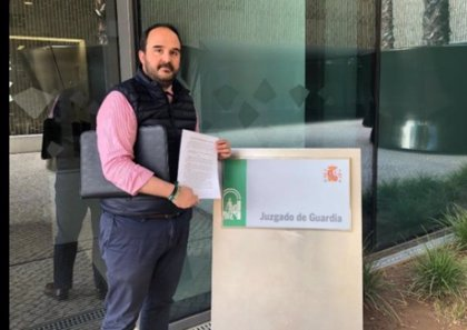 Vox presenta una denuncia en juzgados por la colocación de carteles del 8M en monumentos de Córdoba