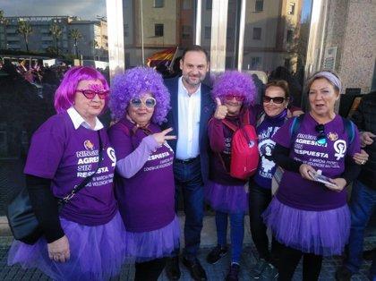 """José Luis Ábalos ve que hay una """"amenaza seria de involución"""" en España y ve """"necesaria"""" la movilización de las mujeres"""