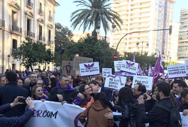 """8M.- Puig Y Oltra Afean Las Ausencias En La Manifestación: """"Quien No Está Aquí S"""