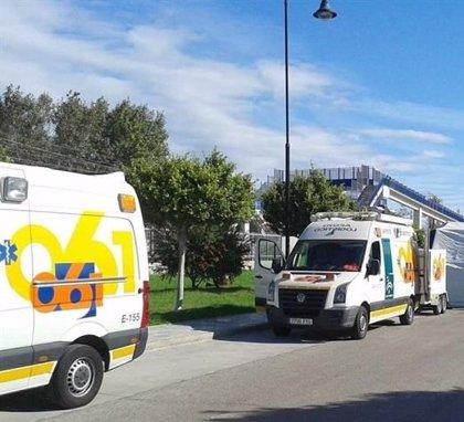 Herido el conductor del camión accidentado en la A-7 en Mijas y reabierto el tráfico en sentido Cádiz
