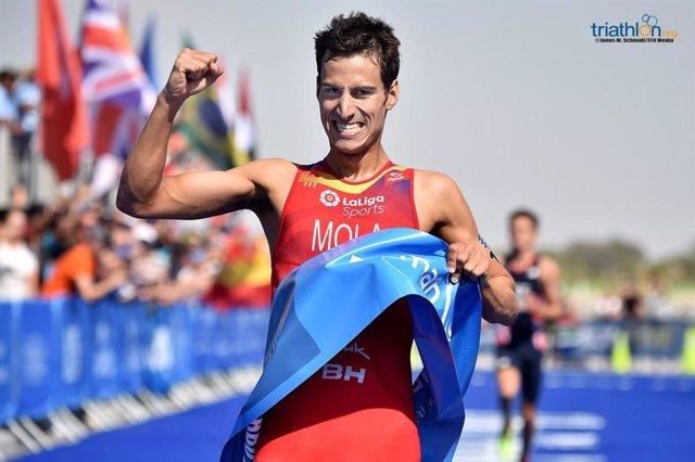 Triatlón.- Mario Mola inicia con victoria en Abu Dabi las Series Mundiales
