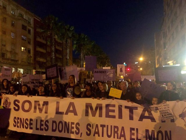 AMP.-8M.- Miles de personas se concentran en Plaza España por la manifestación d