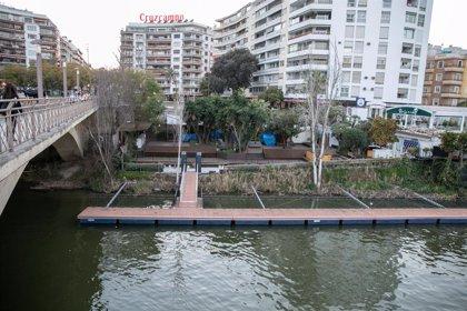Ejecutan el desalojo de la terraza 'Puerto de Cuba' en Sevilla para devolver su uso a los antiguos inquilinos