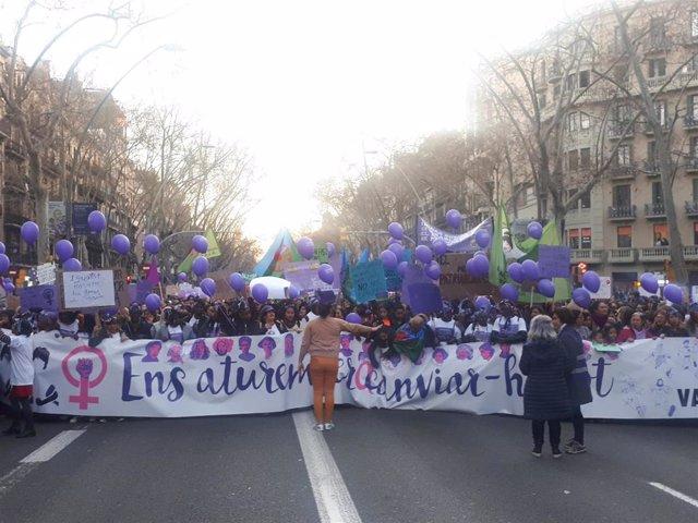 8M.- Miles De Personas Llenan La Gran Via De Barcelona En La Manifestación Femin