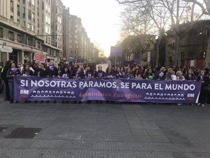 Miles de feministas se manifiestan en Zaragoza con el lema 'Si nosotras paramos, se para el mundo'