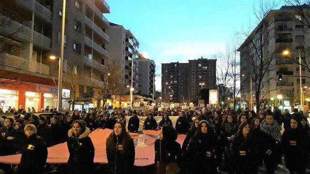 8M.- Una Multitudinaria Manifestación Reivindica En Pamplona La Lucha Feminista