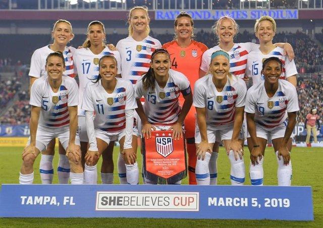 Fútbol.- 28 jugadoras de la selección estadounidense demandan a su federación po