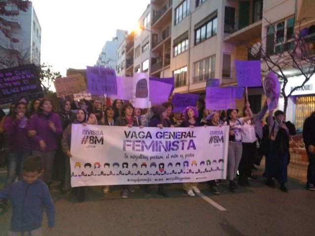 8M.-Unas 3.000 Personas Participan En Ibiza En La Manifestación Del Día De La Mu