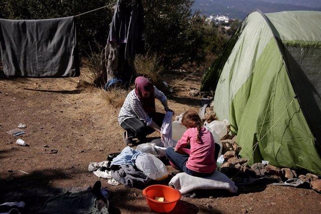 Migrantes en un campamento improvisado en Samos