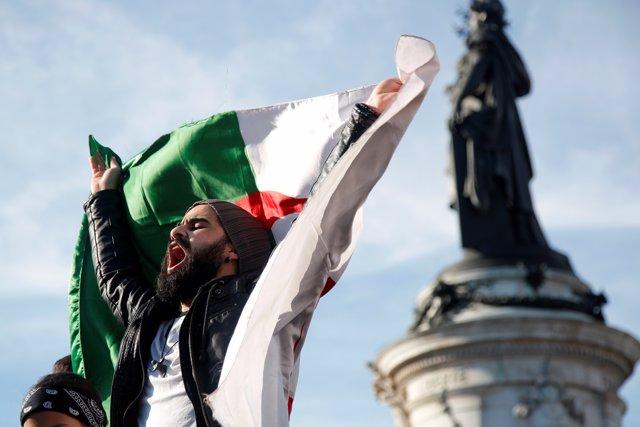 Argelia.- Buteflika, ante uno de su mayores desafíos tras 20 años en el poder po