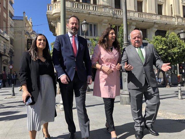 "López (PP-A) critica que el marido de Susana Díaz ""se benefició de dos subvencio"