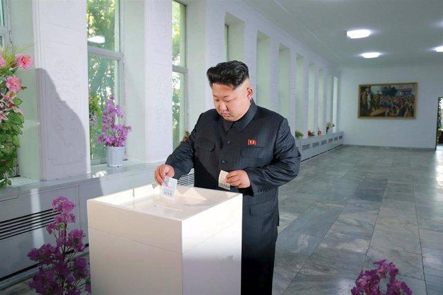 Líder norcoreano Kim Jong Un ejerciendo su derecho a voto