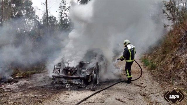 Sucesos.- Sofocado un incendio en un vehículo en Llanes