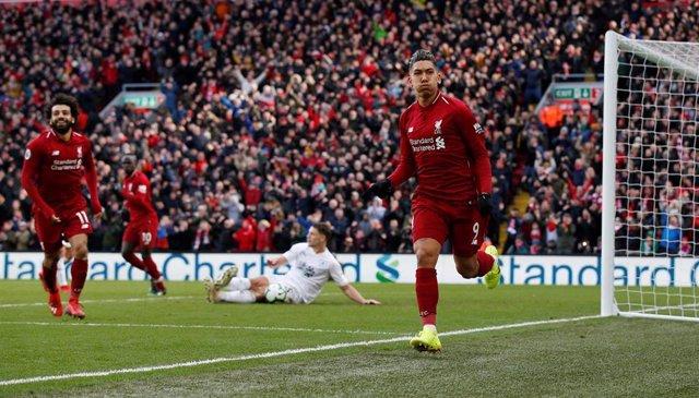 Roberto Firmino celebra un gol con el Liverpool FC.