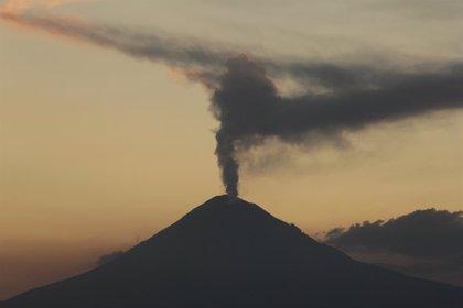 El volcán Popocatépetl registra una nueva explosión de material incandescente y ceniza