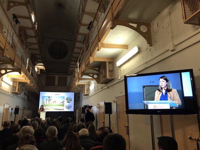 Conferencia de la teniente de alcalde de Barcelona Janet Sanz