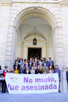 Sevilla.- Concentración y minuto de silencio en el Ayuntamiento por el crimen de
