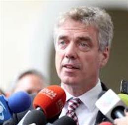El embajador alemán expulsado de Venezuela abandona Caracas