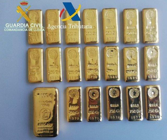 Successos.- Detingut amb 20 lingots d'or de contraban en la Farga de Moles (