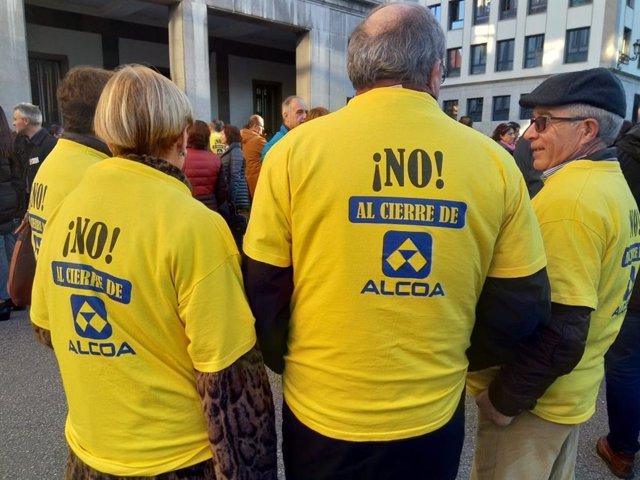 Concentración en la Plaza de España por la continuidad de Alcoa