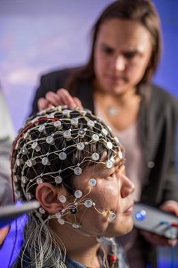 EEUU.- Un pequeño evidencia señala que la estimulación cerebral puede reducir lo