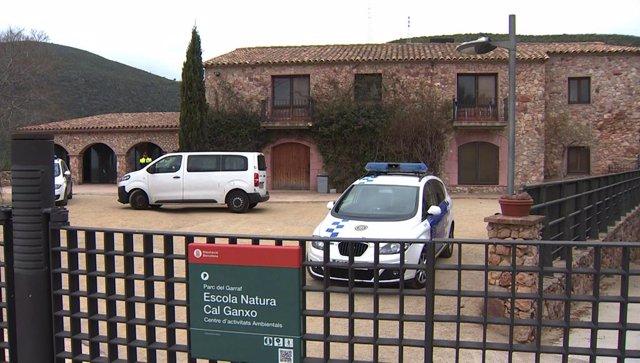 Els Mossos prenen declaració a monitors i menors del centre de Castelldefels (Ba