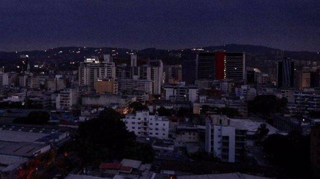 El Gobierno de Venezuela extiende por 24 horas suspensión de actividades por apa