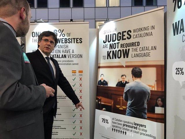 Puigdemont en una exposición en Bruselas