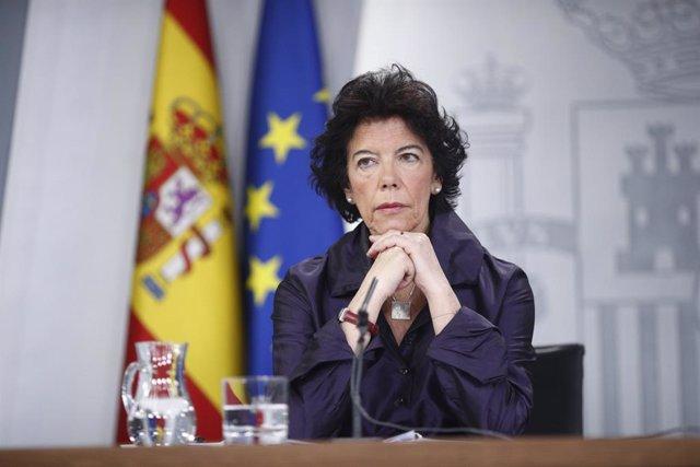 """Celaá dice que la voluntad del Gobierno es """"transferir a Euskadi las siete mater"""
