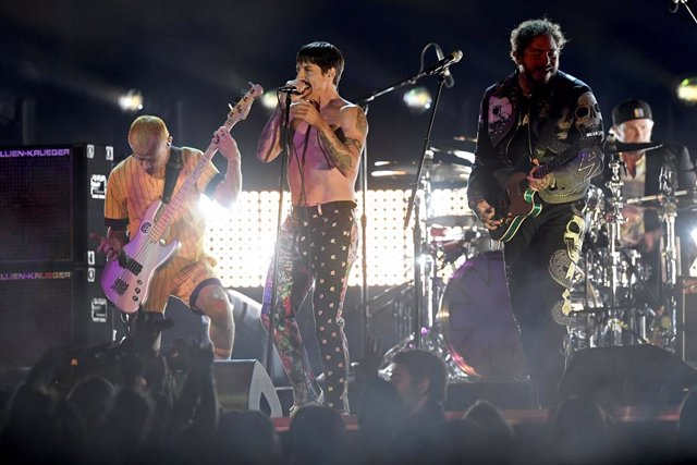 RED HOT CHILI PEPPERS CON POST MALONE