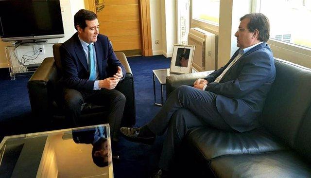 """Vara aborda en una reunión en Madrid con la CEOE y la Creex aspectos para """"favor"""