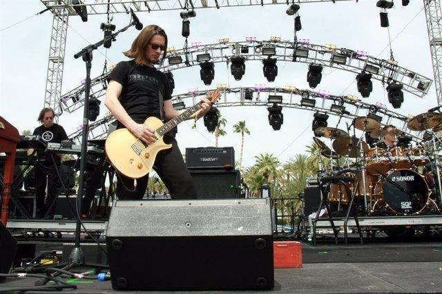 """Steven Wilson critica a Greta Van Fleet: """"Son terribles, una broma, unos imitado"""