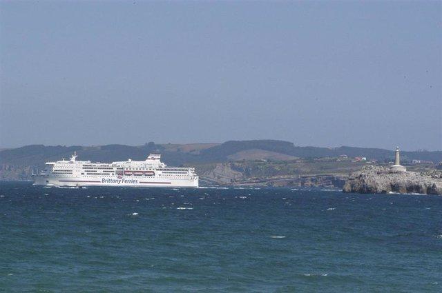 Ferry En El Puerto De Santander