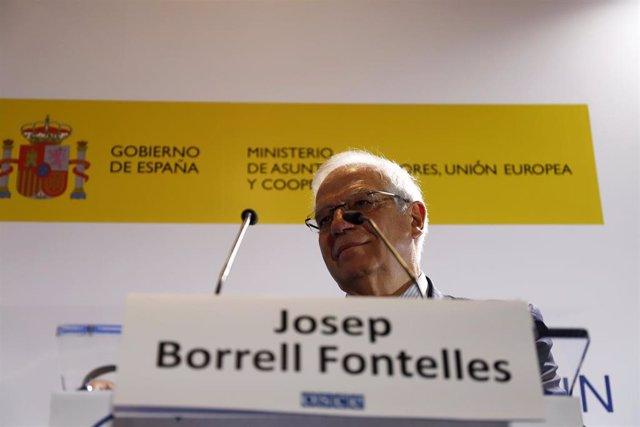 En Málaga, el ministro de Asuntos Exteriores de España, Josep Borrell; el minist