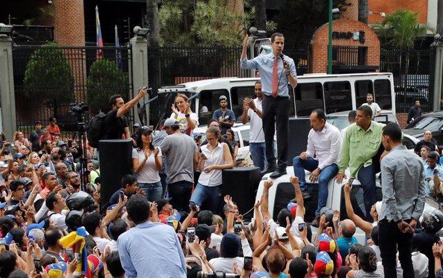 Venezuela.- Manifestantes venezolanos vuelven a salir a la calle para exigir la