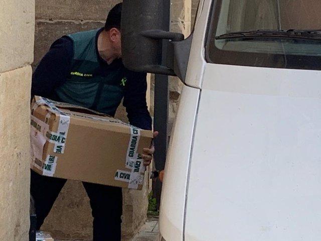 L'Ajuntament d'Almacelles (Lleida) reobre després d'un registre de 16 hores de l