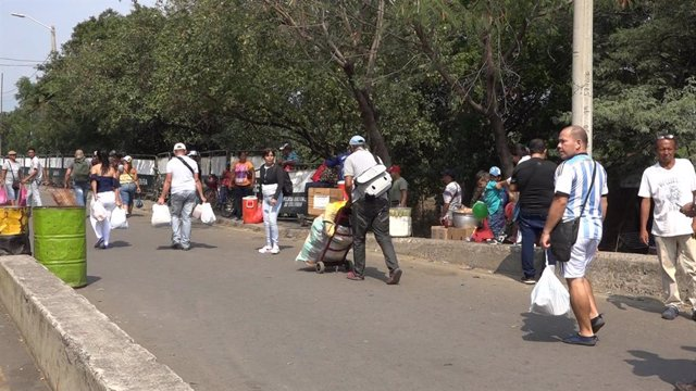 Venezuela.- Más de 20.000 venezolanos cruzan al día a Colombia para comprar por