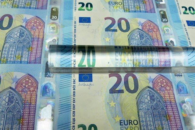 Economía/Macro.- El Tesoro espera captar hoy hasta 4.500 millones en bonos y obl