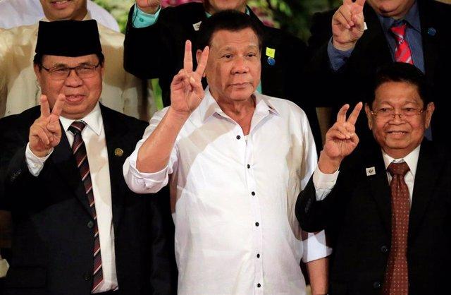 Rodrigo Duterte y los líderes del MILF