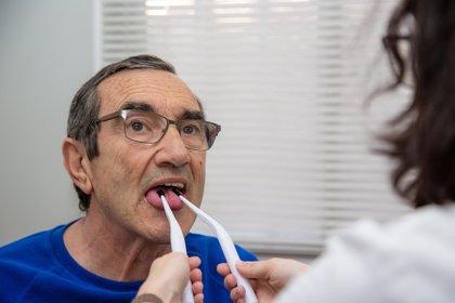 Más de 350.000 personas padecen afasia en España, un transtorno del lenguaje por una lesión cerebral, según expertos