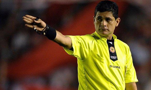 Cuatro árbitros colombianos denuncian al exárbitro de la FIFA Óscar Ruiz por aco