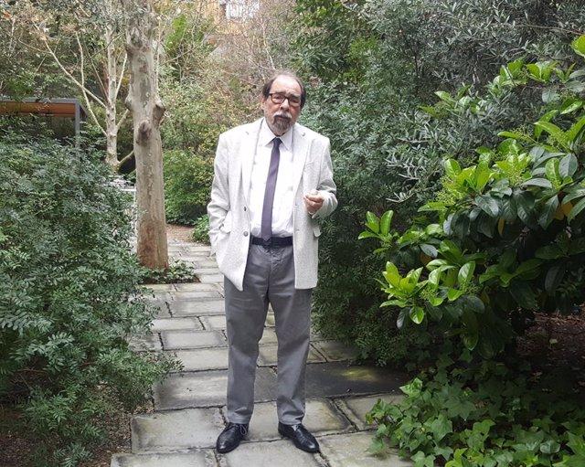 Àngel Casas 'redebuta' com escriptor amb un llibre de relats