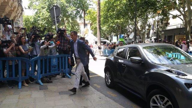 Iñaki Urdangarin recull l'ordre d'entrada a presó en l'Audincia Provincial
