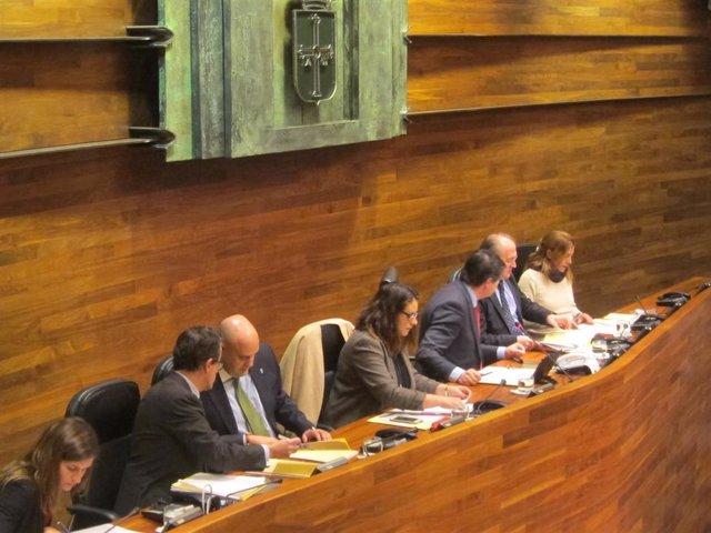 Nueva composición de la Mesa de la Cámara en la Junta General, con Pedro Leal